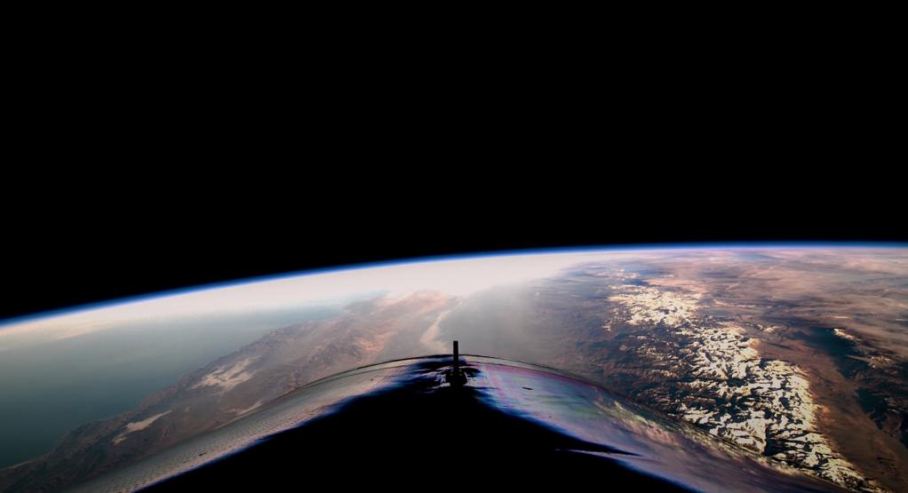 Visione panoramica della Terra dalla navicella Virgin Galactic.